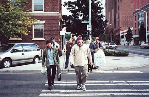 eddie_vedder_crossing_street