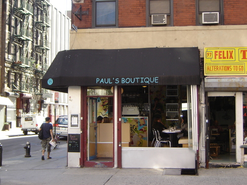 paul's_boutique_awning_beastie