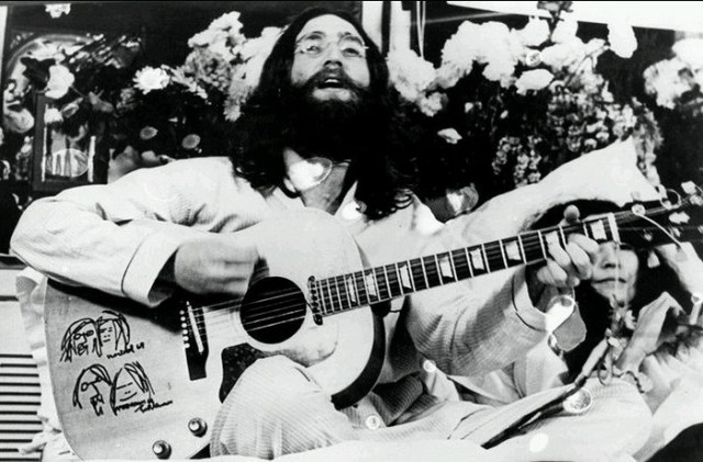john_lennon_give_peace_a_chance_bed_in