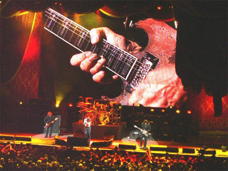 tony-iommi-fingers_live_black sabbath