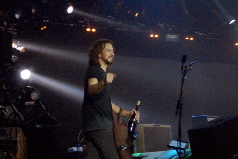 eddie_vedder_wine_pinot_noir_bottle