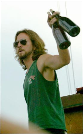 eddie_vedder_wine_red_peral_jam