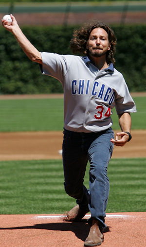 eddie_vedder_first_pitch_pearl_jam