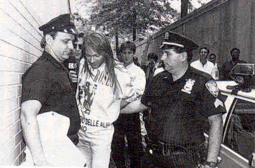 guns-n-roses-axl-rose-arrest_st_louis