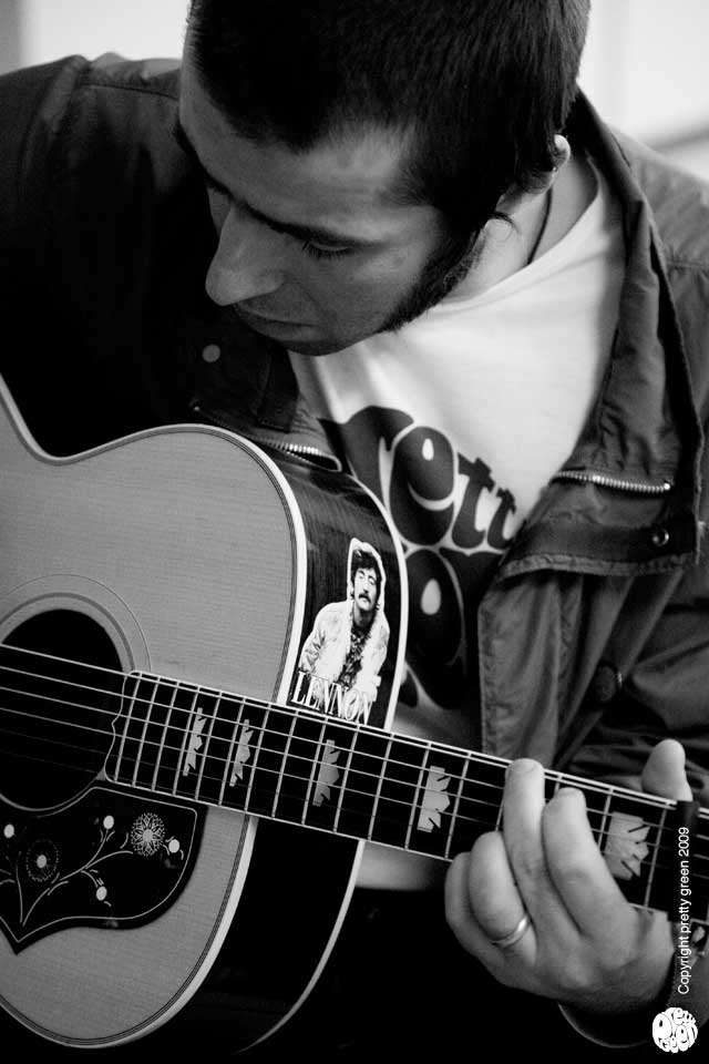 liam-gallagher-pretty-green-oasis-gibson_lennon_sticker