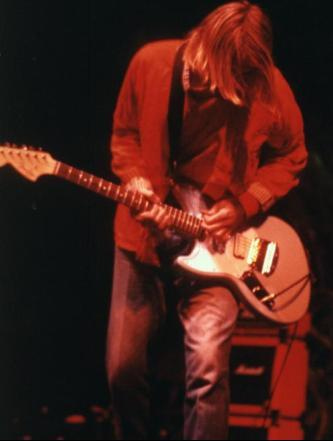 kurt_cobain_jagstang_mike_mill_peter_buck_R.E.M._nirvana_guitar