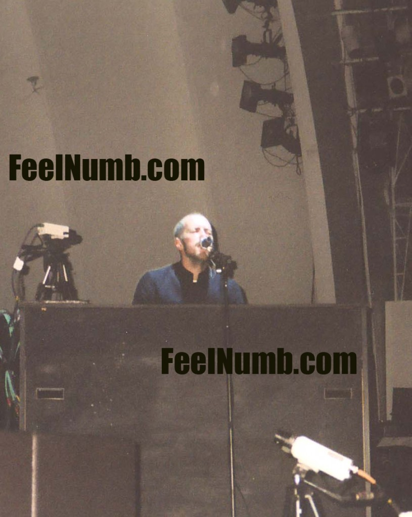coldplay_hollywood_bowl_2003_chris_martin