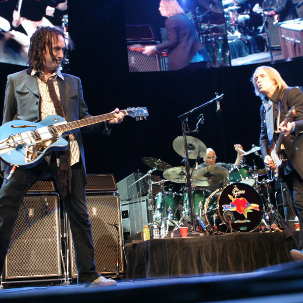 mike_campbell_duesenberg_eddie_vedder_blue_guitar