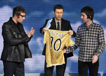 oasis_noel_gallagher_Alessandro_Del_Piero_liam_football