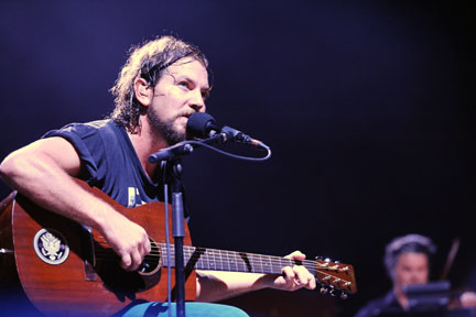 eddie-vedder_martic_acoustic_obey_sticker