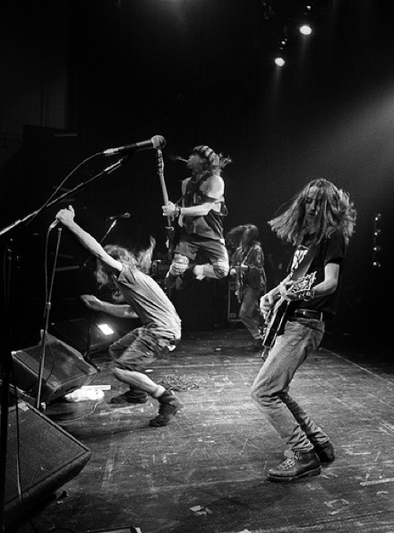 pearl-jam-evenflow_video_eddie_vedder_jump