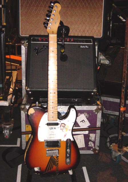 jonny_greenwood_radiohead_honda_sticker_guitar_fender_tele_plus