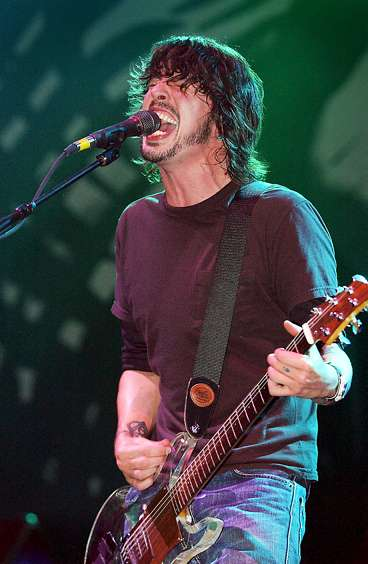 dave_grohl_lucite_guitar_dan_armstrong_clear_foo_fighters