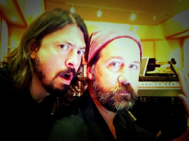 nirvana_dave_grohl_krist_novoselic_foo_fighters_twitter_2010