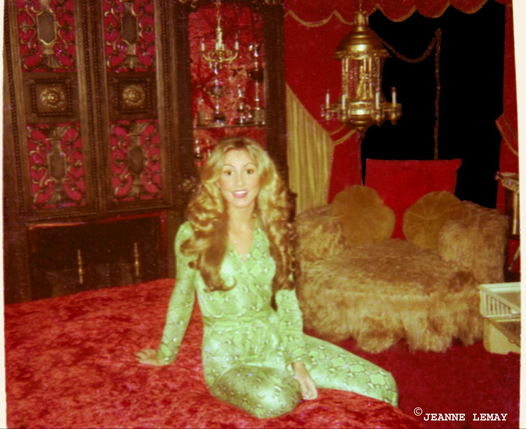 linda_elvis_bed_bedroom_presley_graceland