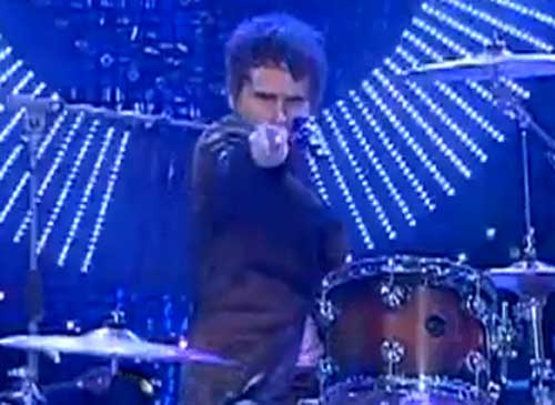 muse_lip_sync_matt_bellamy_drums_italian_tv