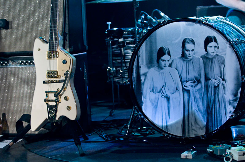dead_weather_jack_white_drums_picture_