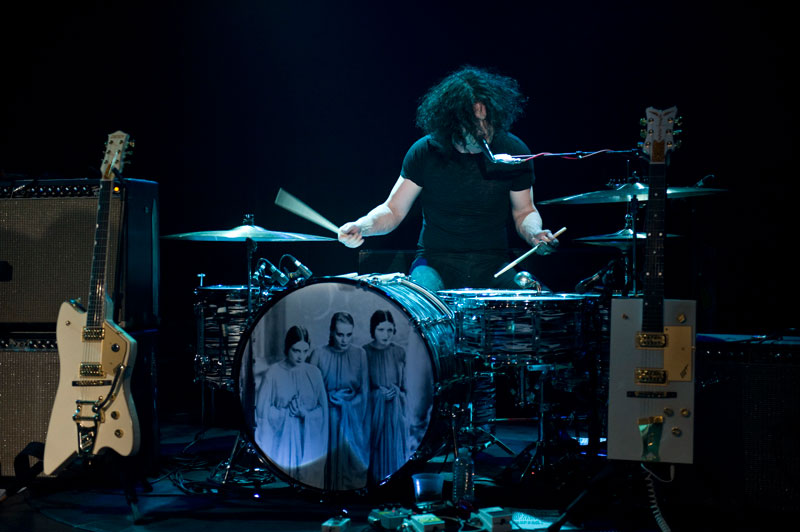 dead_weather_jack_white_drums_dracula_bride