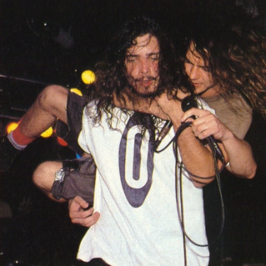 Eddie Vedder Chris Cornell Piggy Back Kissing