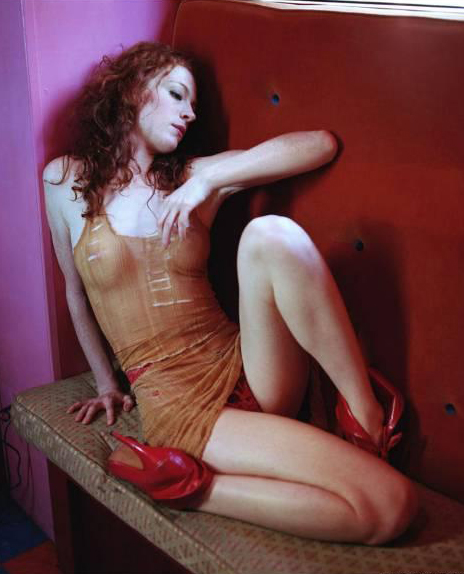 Melissa Auf der Maur Sexy Photo Gallery