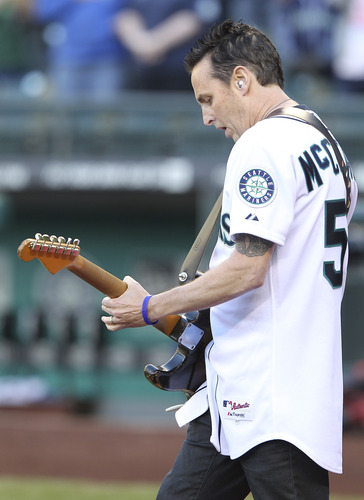 Mike_McCready_Pearl_jam_Seattle_Mariners_Bobblehead_night