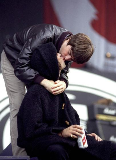 Liam Gallagher Is A Serial Man Kisser Feelnumb Com