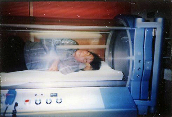 Michael Jackson Sleeping In Oxygen Chamber Photo