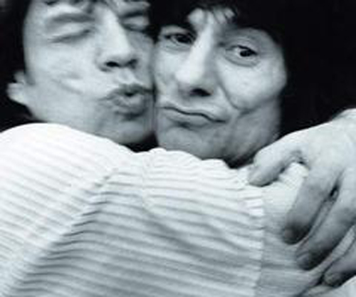 Mick Jagger Ronnie Wood Kissing The Rolling Stones