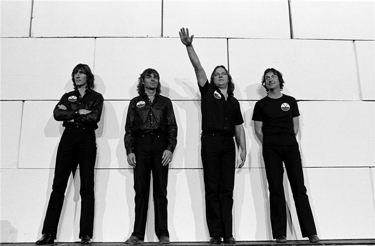 Pink Floyd The Wall Hammer Logo Band Photo The Wall Tour 1980