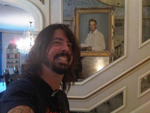 Dave Grohl Foo Fighters Nirvana Graceland Elvis Presley 2011