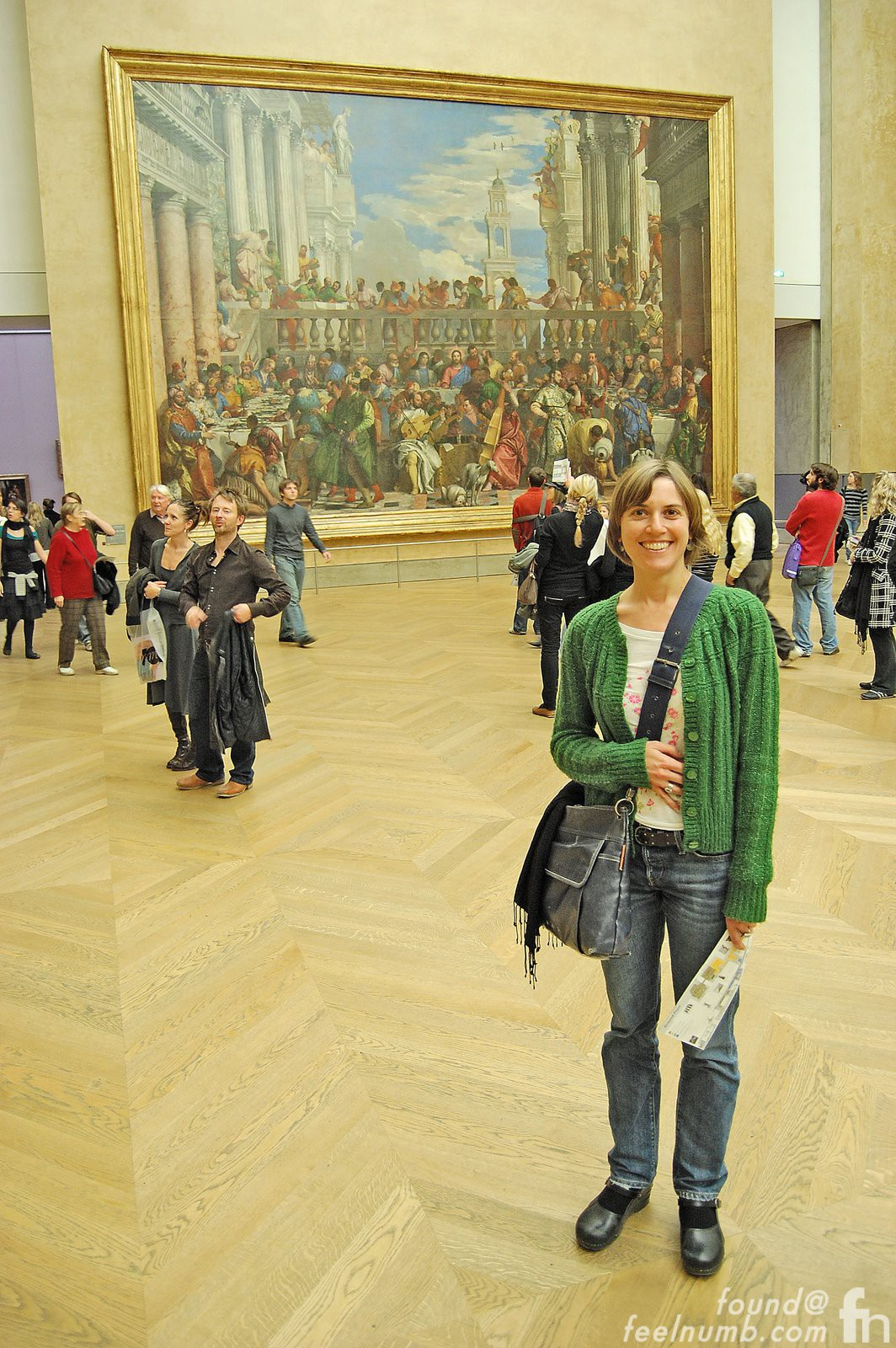 Thom Yorke Photobomb Radiohead The Lourve