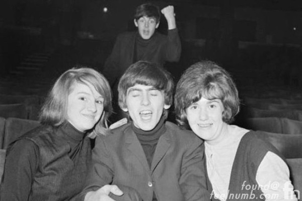 Paul McCartney Photobomb The Beatles George Harrison 1964 Photobombing